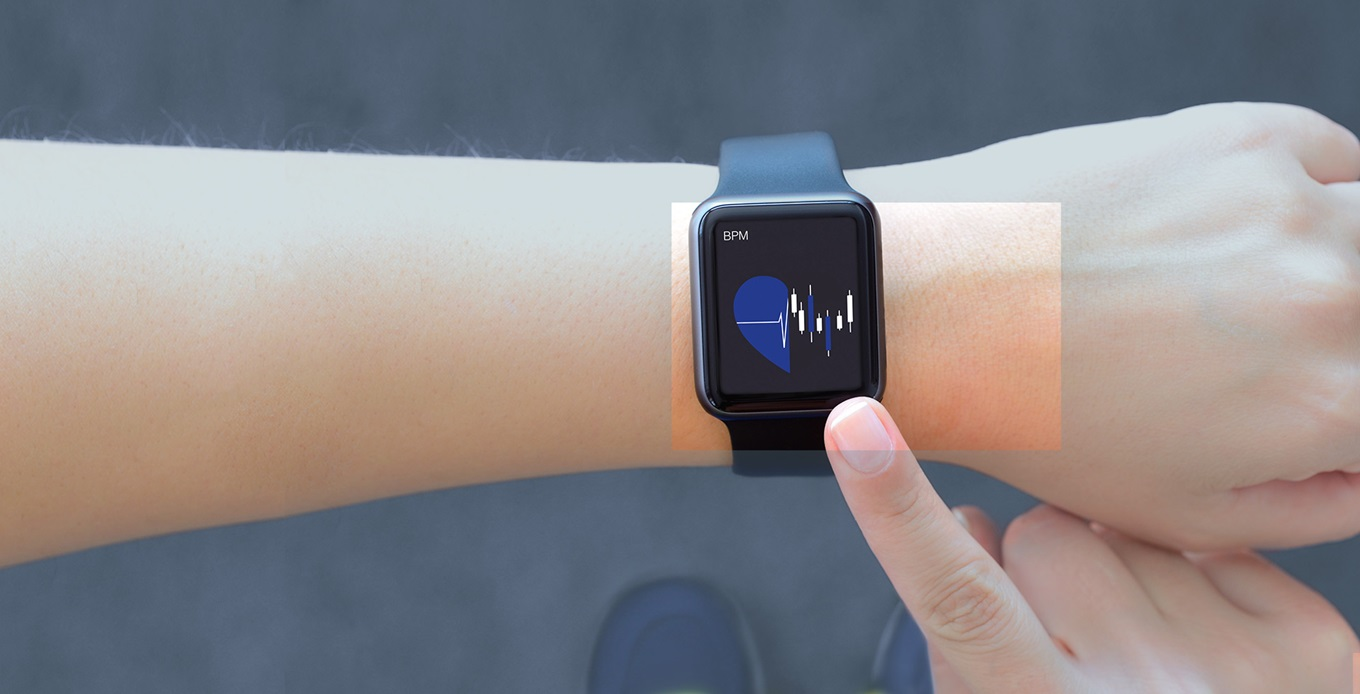 Tracking heartbeat on smart watch